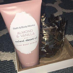 💦Almond & Vanilla Clay Body Scrub💦